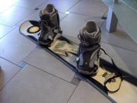 Prodám set snowboard, vázání, boty a helma